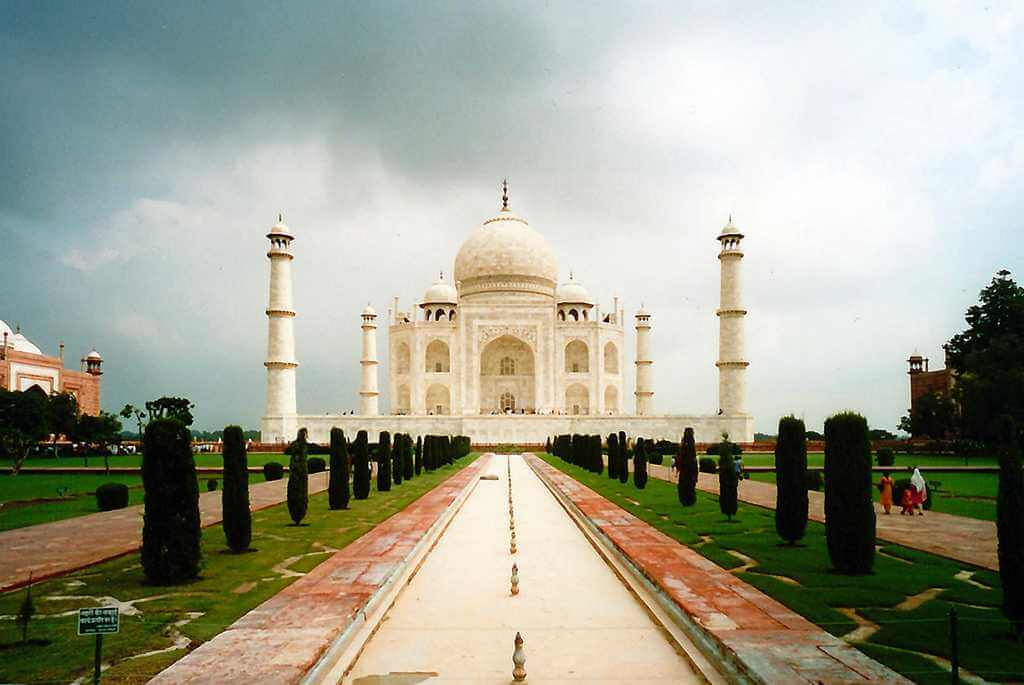 AGRA Top Best 25 Tourist Places in India (1)